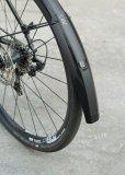 """Speziell für sportliche Räder ist das Schutzblech """"Speedrocker"""" von SKS konzipiert. Für Gruppenausfahrten gibt es mit der """"Extension"""" eine perfekt passende Verlängerung, die Mitfahrende von Schmutzspritzern verschont."""