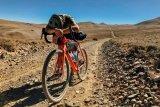 Mit dem Gravel-Bike ist auch jenseits des Asphalts zügiges Kilometerfressen möglich. Man kommt also weit herum? Soweit die Kondition reicht ...
