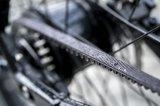 Mehr und mehr ersetzt der wartungsarme Zahnriemen die altbekannte Fahrradkette. Der Radrahmen muss allerdings darauf eingerichtet sein, denn ein Zahnriemen lässt sich nicht öffnen.