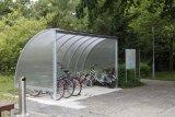 Wo Fahrradpendler mit hochwertigen Rädern und E-Bikes zur Arbeit fahren, wird eine überdachte Abstellanlage gerne angenommen.