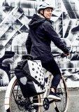 Ein schickes Packtaschen-Design kann auch Sichtbarkeit schaffen - und das ist ein erheblicher Teil der passiven Sicherheit beim Radfahren.