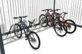 Die Firma Walter Solbach Metallbau bietet Firmen wie auch Kommunen begrünte und solarenergetisierte Überdachungen an, die u.a. als Fahrrad-Abstellanlagen nutzbar sind.