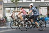 Leichtigkeit, Flexibilität und Umweltfreundlichkeit sind die großen Pluspunkte des Fahrrads in der Stadt. Kommunikativ ist das Fahren außerdem.