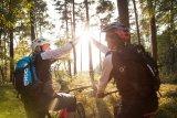 Zu zweit sportlich unterwegs zu sein ist eine der vielen tollen Möglichkeiten, die das Fahrrad bietet.