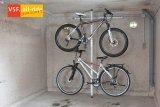 Wo wenig Platz ist, bewährt sich dieser Fahrradhalter, der keinen großen Montageaufwand erfordert und zwei Räder aufnimmt.