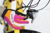 Gerade im Winter machen auffällige Farben bei der Ausrüstung Sinn. Ebenso natürlich eine gute Lichtanlage.