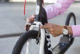 Echte Fahrradtechnik, erst recht bei den Bremsen, macht aus einem Tretroller ein praktisches Sportgerät.