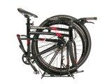 Dank Klappgelenk lässt sich dieses Tourenbike trotz großer Laufräder platzsparend lagern und befördern.