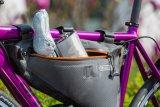 Ja, so geht´s dem Osterhasen gut: In einer feinen Rahmentasche sitzend mit einem Flachmann voll Eierlikör vor sich durch den Frühling rollen - und nicht mal selbst treten müssen.