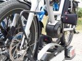 Fahrradtransport auf dem Autodach: Leicht zerkratzen die Pedale beim Auf- und Abladen den Lack des Fahrzeugs. Dagegen helfen die universell passenden Neopren-Pedalüberzieher der Firma Fahrer Berlin.