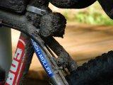 Mountainbikes können so manche Schlammpackung wegstecken; damit die Funktion dauerhaft stimmt, sollte die Pflege aber nicht zu kurz kommen.