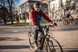 Fahrsicherheit kann man lernen: Vor allem für Neueinsteiger oder Menschen, die lange nicht per Fahrrad unterwegs waren, ist das E-Bike eine häufig unterschätzte Herausforderung. Ein Training hilft da schnell weiter!
