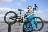 """Leicht, sicher und schick: Hersteller Puky gibt seinem 18-Zoll-Kinderrad """"S-Pro 18"""" u.a.einen Aluminiumrahmen, kindertaugliche Bremsen, eine Kettenummantelung und fünf Jahre Garantie mit auf den Radweg."""