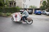 Mit einem Lastenrad lassen sich auch größere Gegenstände wie Wäschetrockner transportieren.