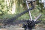 Ab 2018 können Riemenantriebe auch an vollgefederten Mountainbikes gefahren werden. Der Riemenspanner macht es möglich.