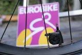 """Der """"Airspy"""" von SKS schickt seine Informationen über den aktuellen Luftdruck im Reifen direkt auf das Smartphone."""