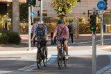 Radwege werden mehr und größer, denn Leichtigkeit, Flexibilität und Umweltfreundlichkeit sind die großen Pluspunkte des Fahrrads in der Stadt. Kommunikativ ist das Fahren außerdem.