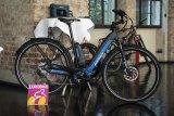"""Sehr praktisch, ab nächstem Jahr im Verkauf und Anfang September auf der Eurobike zu sehen: das faltbare E-Bike """"Electric M-E1"""" der Firma Montague. Ungewöhnlich für Falträder sind seine 28-Zoll-Räder."""