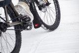 An jedem Regentag ein Gewinn, und auch im Schneematsch eine große Hilfe: der Spritzschutz zur Verlängerung des Schutzbleches. Fahrer Berlin bietet Exemplare aus Recycling-Material.