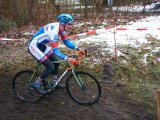 Schnee und gefrorener Boden sind bei einem Cyclocross-Rennen keine Seltenheit.