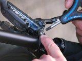 Ob Innensechskant oder Innensechsrund (Torx): Der Schlüssel mus präzise passen und sollte möglichst handlich sein. Dreiarmschlüssel sind da eine sehr praktische Hilfe.