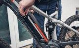 Per Schlüssel kann der E-Bike-Akku geöffnet und entfernt werden.