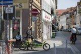 Trotz Freigabe für Radfahrer: S-Pedelec-Fahrer dürfen eine Einbahnstraße nicht in die entgegengesetzte Richtung befahren.