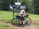 Dank Gravelbikes lassen sich auch Anstiege auf Schotter mit dem Rennrad absolvieren und somit neue Wege erkunden.