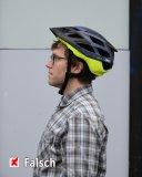 So sitzt der Helm zu weit hinten.