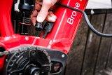 """Motorenhersteller Brose bietet mit dem """"Brose Drive S-mag"""" einen besonders kleinen, leichten Mittelmotor, der sich gut in einen Fahrradrahmen integrieren lässt. Das gilt auch für die Ladekabelbuchse."""