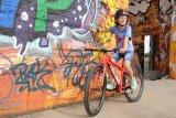 Mit einem passenden Rad (und einem gut sitzenden Helm) sind die ersten Tricks schnell gelernt. Nicht vergessen, liebe Eltern: Die Radbeherrschung ist das A und O der Fahrsicherheit.