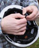 Der Schließmechanismus ist bei der Helmwahl immer einen Blick wert. Er sollte möglichst leicht zu bedienen sein.