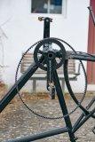 Während des Reifenwechsels bleibt der Riemen einfach am Kettenblatt hängen.