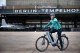 """Das """"Trekking W Linkage Type"""" des Markenvertriebs Messingschlager ist das Trekkingrad aus der """"Premium E-Bike Solutions"""" genannten, konfigurierbare E-Bike-Flotte. Zielgruppe sind nicht Endverbraucher, sondern Firmen oder Radverleiher; Herzstück der Räder ist immer ein Motor von Brose aus Berlin."""