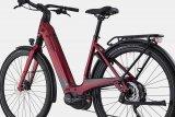 """Ein tiefer Durchstieg bietet leichtes Auf- und Absteigen - gerade in der Stadt ein großer Vorteil, auch beim E-Bike. Cannondales """"Mavaro Neo"""" setzt dieses Rahmenkonzept gekonnt um."""