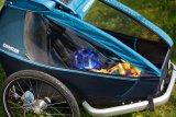 """Fällt kaum auf im Osternest, so ein Fahrradhelm für Kinder (Abus """"Youn-I""""). Für Osternest, Helm und Kind zusammen ist der gefederte """"Kid plus for 1"""" von Croozer ein ideales Transportmittel."""