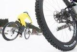 Grobstollige Spikesreifen bieten auf Schnee wie auf Eisflächen einen überragenden Grip. Ihr Mehrgewicht nimmt man da gern in Kauf.