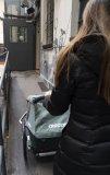 """Multifunktionale Fahrradanhänger sind ein großer Schritt zur autobefreiten Mobilität. Hersteller Croozer hat bei seiner """"Vaaya""""-Serie die Gesamtbreite verringert, ohne den Innenraum zu schmälern. So lassen sich die Kinder noch leichter überallhin mitnehmen."""