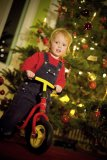 Mit einem Laufrad unterm Baum wird das Fest der Freude zum Mobilitätsfest.