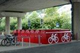 Sichtgeschützte, abschließbare Fahrradabstellanlagen bieten Wetter-, Vandalismus- und Diebstahlschutz. An Pendlerbahnhöfen beispielsweise sind sie ein echtes Argument für den Umstieg auf das Zweirad: Wenn der Nutzer müde von der Arbeit kommt, ist sein Rad zuverlässig noch da und intakt.