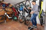 Frische Luft für´s Bike - eine gute Radabstellanlage hat auch Platz für eine ortsfeste Luftpumpe.