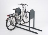 Einfach mal anlehnen! So lassen sich auch schwere E-Bikes sicher abstellen. Und Angst vor Kratzern durchs Nachbarfahrrad muss man auch nicht haben.