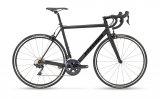 Leicht, schnell, schwarz - dieses Rennrad siganlisiert Klarheit und Kontentration.
