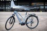 """Der Markenvertrieb Messingschlager bietet unter dem Label """"Premium E-Bike Solutions"""" konfigurierbare E-Bike-Flotten an. Zielgruppe sind nicht Endverbraucher, sondern Firmen oder Radverleiher; Herzstück der Räder sind immer Motoren von Brose aus Berlin."""