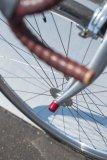 Diesen neuartigen Diebstahlschutz wird so schnell kein Langfinger austricksen. Der Eigentümer muss beim Anschließen nur darauf achten, dass sich das Rad nicht auf die Seite legen lässt.