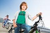 Aus kleinen Rackern werden coole Jungs, doch bei allen Veränderungen stellt die Freude am Radfahren eine Konstante dar.