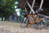 """Der """"Speedster""""-Rahmen von Velotraum im Bikepacking-Outfit. Damit kommt man fast überall hin."""
