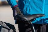 """Bequem soll er sein, der Sattel. Das Modell """"Velo-Fit E1"""" ist zudem so geformt, dass man daran bequem ein gewichtiges Fahrrad anheben kann. Das macht ihn für E-Bikes interessant."""