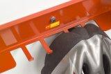 Dieser Wandhalter für Fahrräder bietet zusätzlich die Möglichkeit, Helm, Regenjacke und ähnliches anzuhängen.