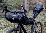 """So sieht ein vollständiger Satz von Transporttaschen für das Bikepacking aus (hier das Modell """"Limited Edition Bikepacking"""" von Ortlieb)."""